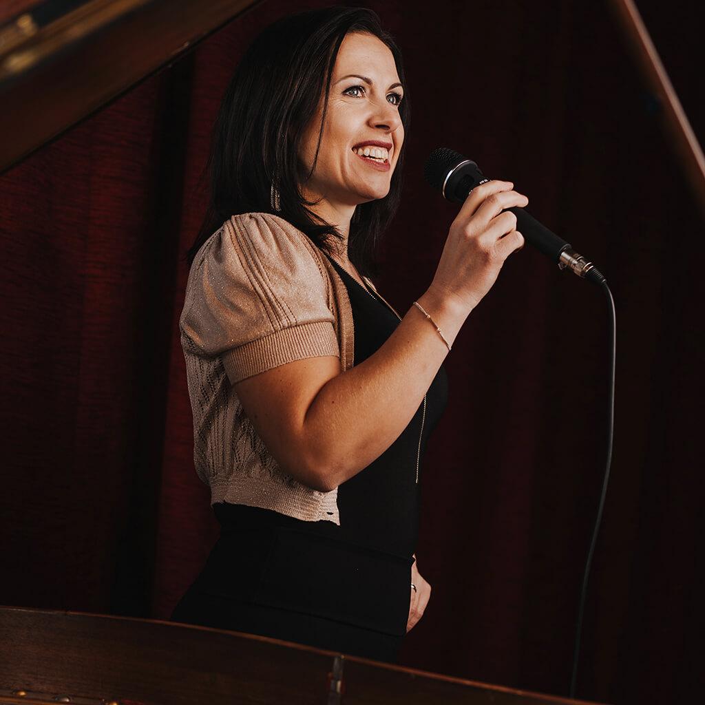 Kashja mit dem Microphone